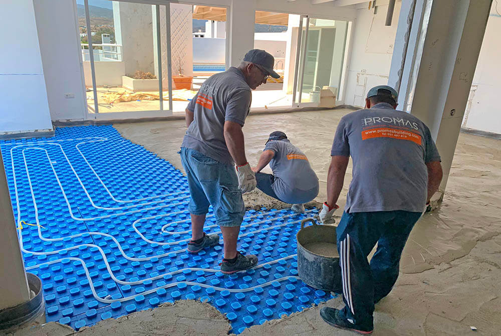 Cement on top of underfloor heating pipes