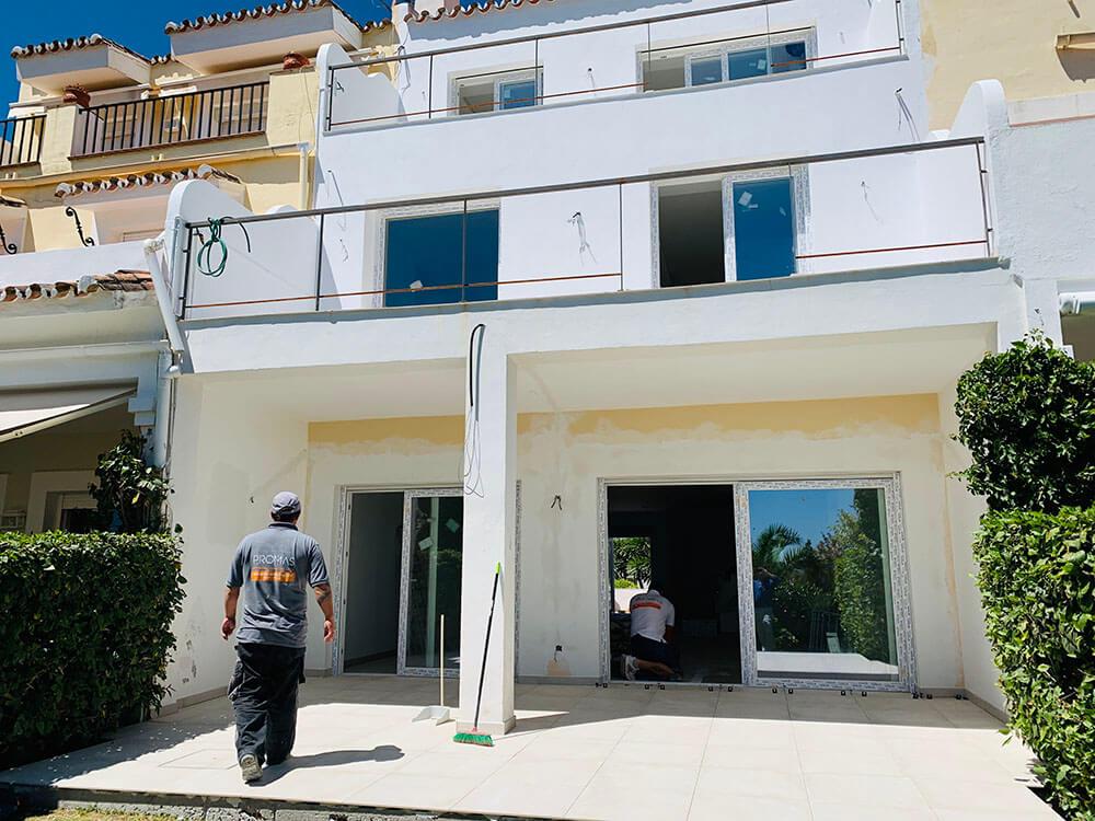 Marbella builders renovating a house in La Quinta