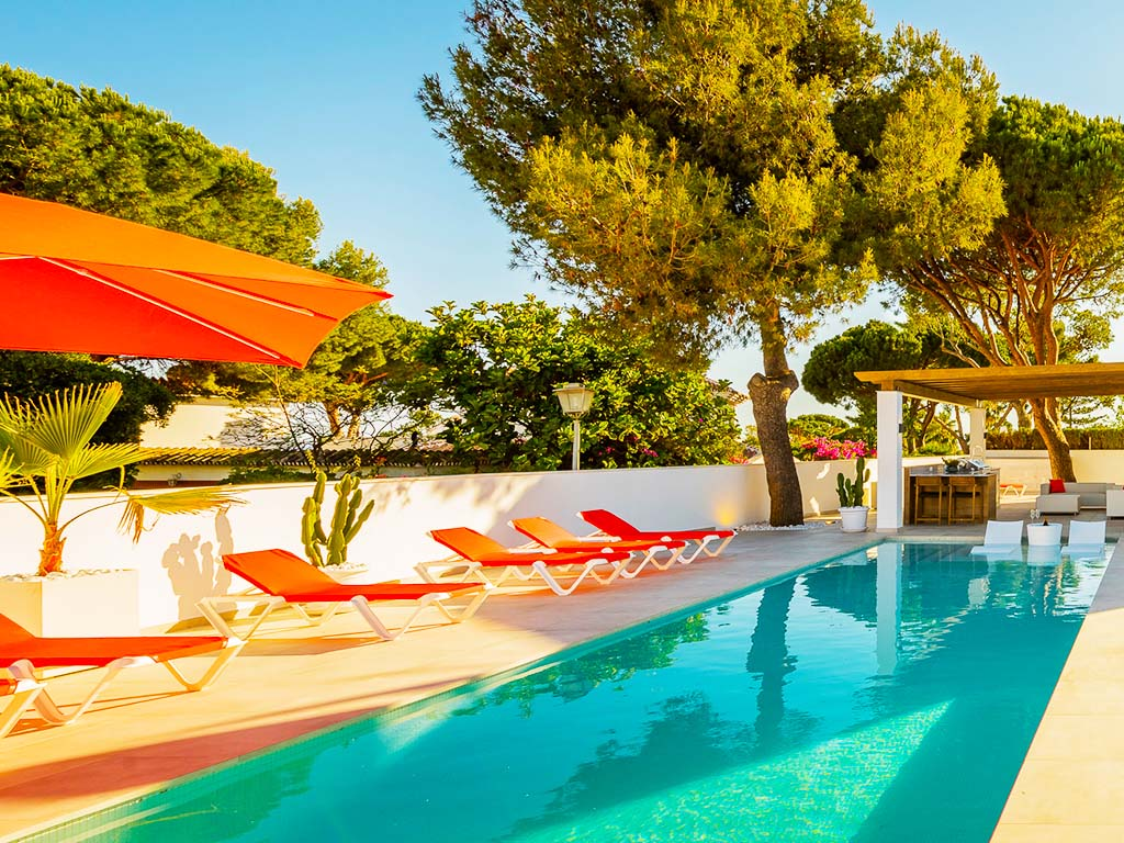 Sunlounges near stylish pool and outdoor living in Marbella