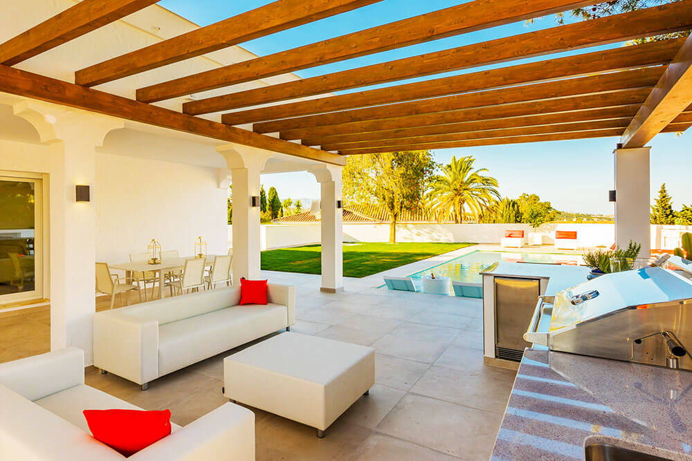 Stunning outdoor entertaining and relax zone Costa del Sol