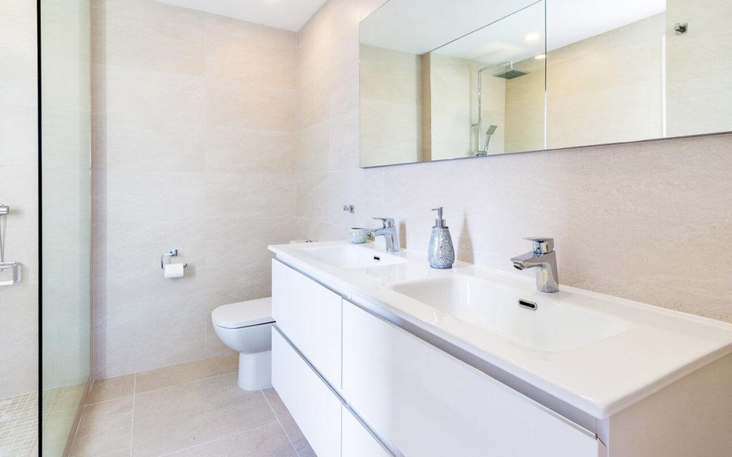 Modern white batghroom in Buenavista, Marbella