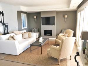 Classic beige and white living area in La Quinta, Marbella