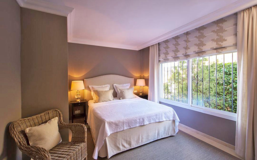 Country style bedroom in Marbella