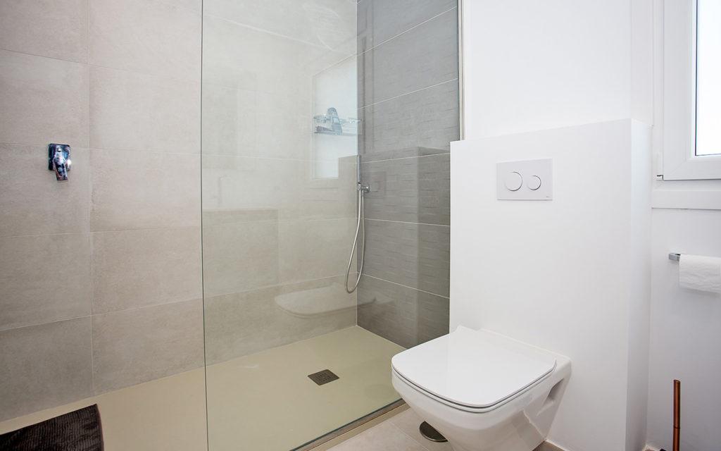 Classy modern shower in Marbella, Costa del Sol