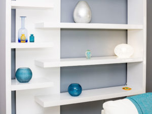 Grey and blue coloured details on white shelves in living room