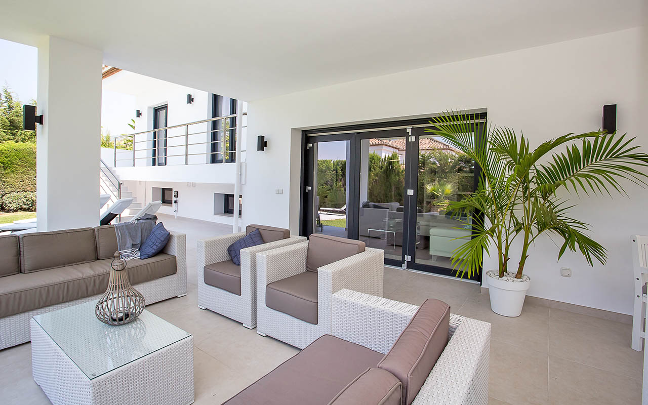 Covered terrace sustainable living in Mijas