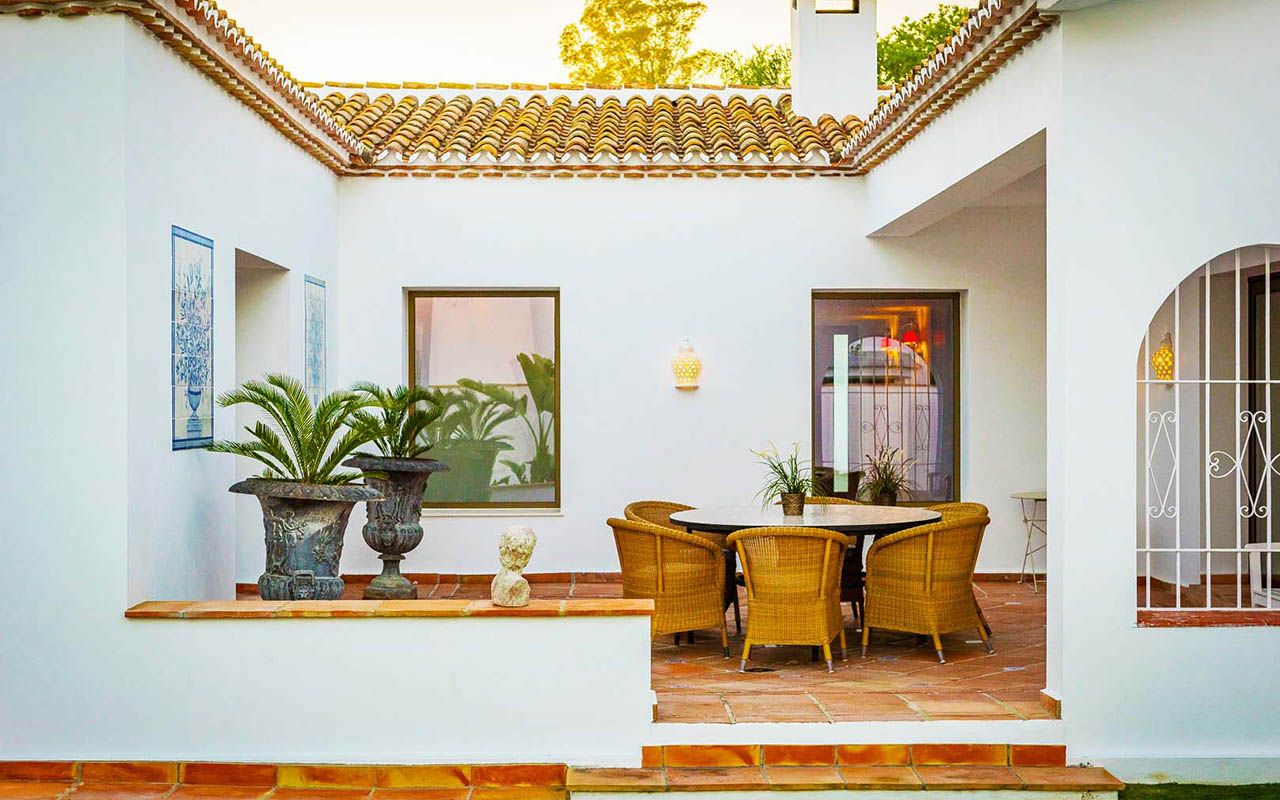 Stylish Andalucían terrace with outdoor dinning suite