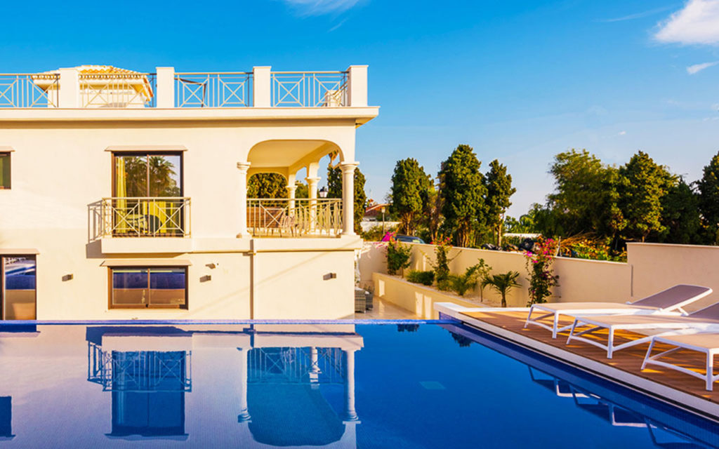 Luxury spanish villa and infinity pool in Marbella