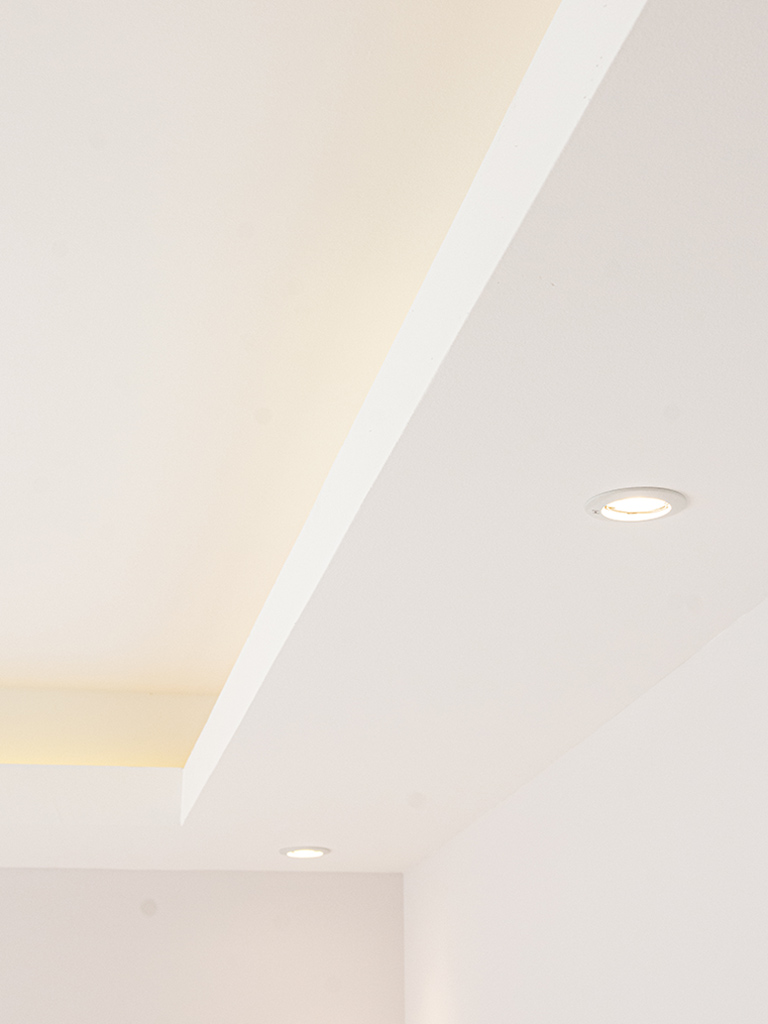 Stylish gallery ceiling and lights