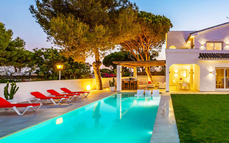 Stunning pool and outdoor living are in the Costa del Sol