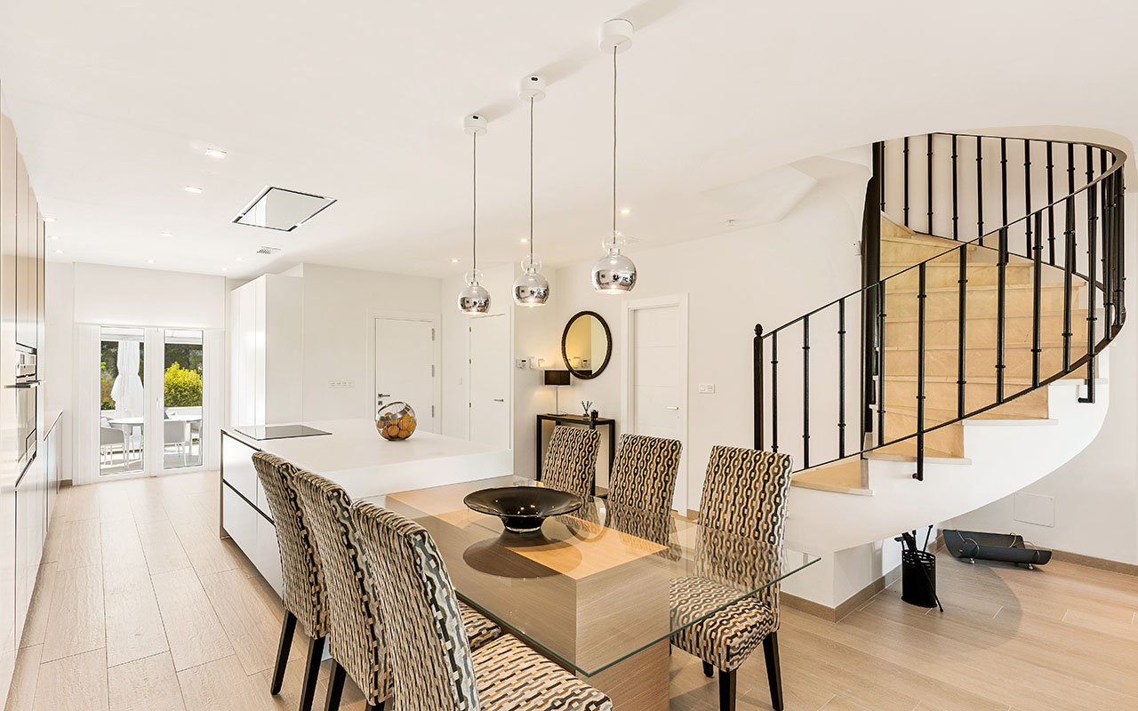 Modern open plan kitchen, dinning table and drop lights