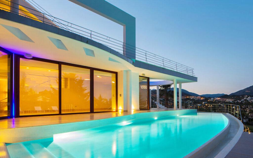 Modern villa and infinity pool in Nueva Andalucía, Marbella