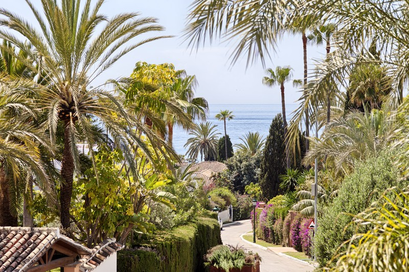 Street with villa currently for sale in Los Monteros