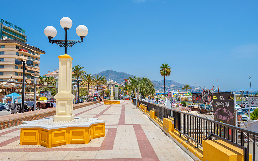 The Fuengirola seaside promenade