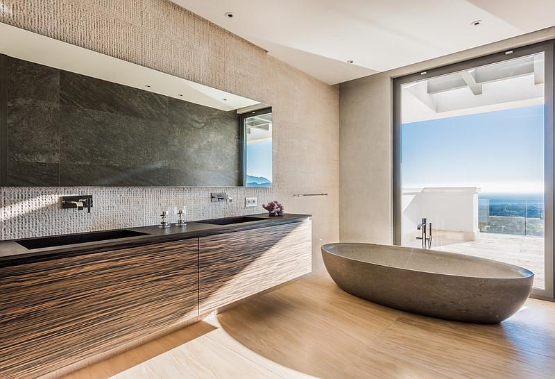 Bathroom of a villa currently for sale in Benahavís