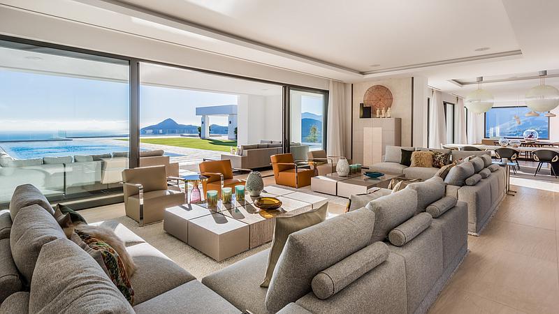 Spectacular living area of exquisite villa for sale in Benahavís