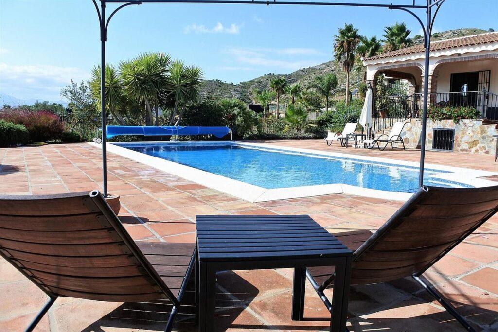 A villa in currently for sale Alhaurín el Grande for less than 400,000 euros