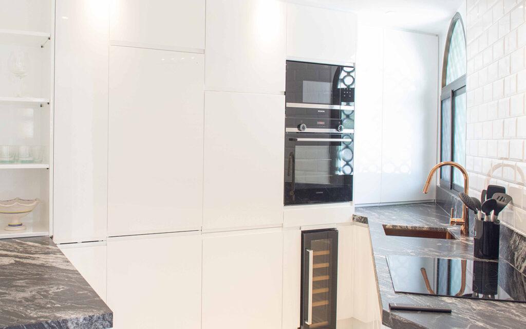 Storage in triangle kitchen in El Rosario