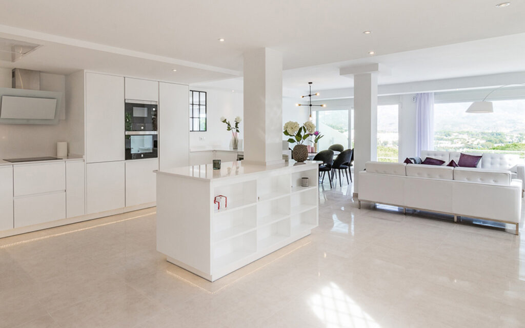 Spacious bright open plan living area by Promas in Marbella